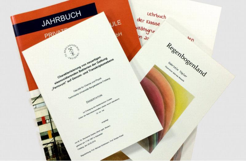 Broschüre und Paperback